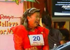مطالب جالب خواندني و ديدني فقط در محشر دات کام يك زن تايلندي قهرمان خنده جهان شد