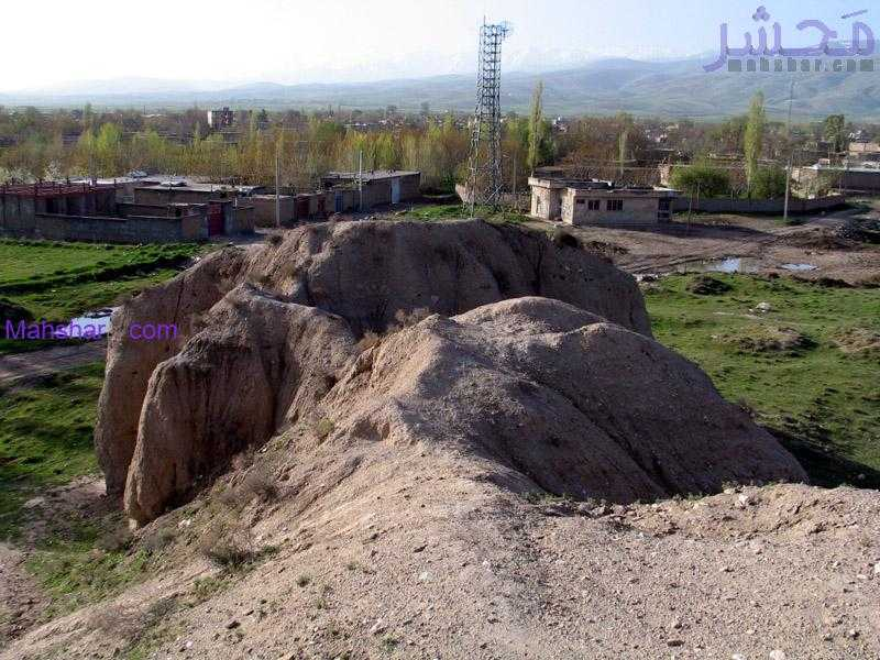 آثار به جا مانده در تپه گیان نهاوند