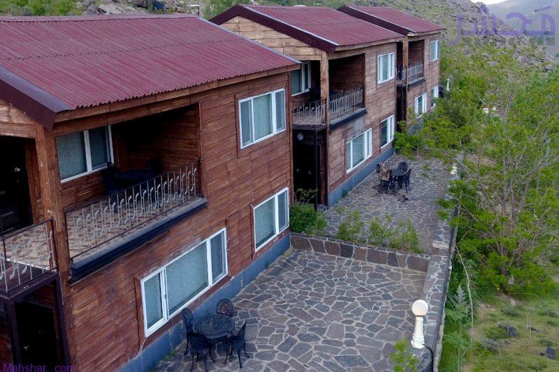 نمای کلی محل اقامت و اجاره کلبه چوبی مدرن و مجهز